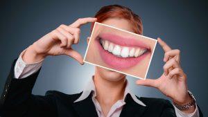 Retrouver le sourire avec les facettes dentaires